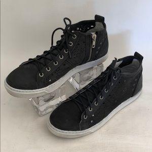 Steve Madden Black Nubuck Laser Cut Sneakers Sz 8